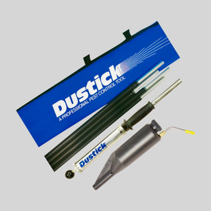 Powder duster for treating wasps nests up to 20 feet off the ground